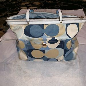 Blue, white and tan Coach purse
